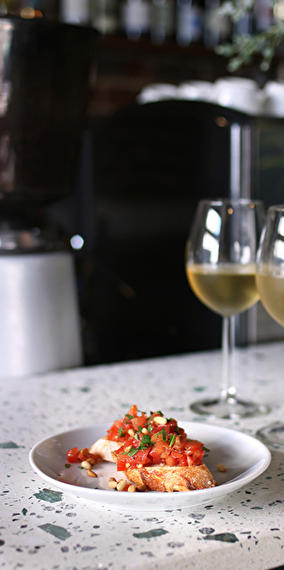 Seasonal cuisine & natural wine